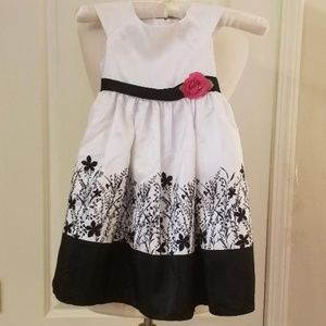 Classic White/Black Girls Dress w/Pink Rose NEW